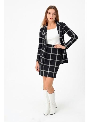 Jument Kadın Desenli Uzun Kol Tek Düğme Kaşe Kışlık Ceket-Siyah Kareli Siyah